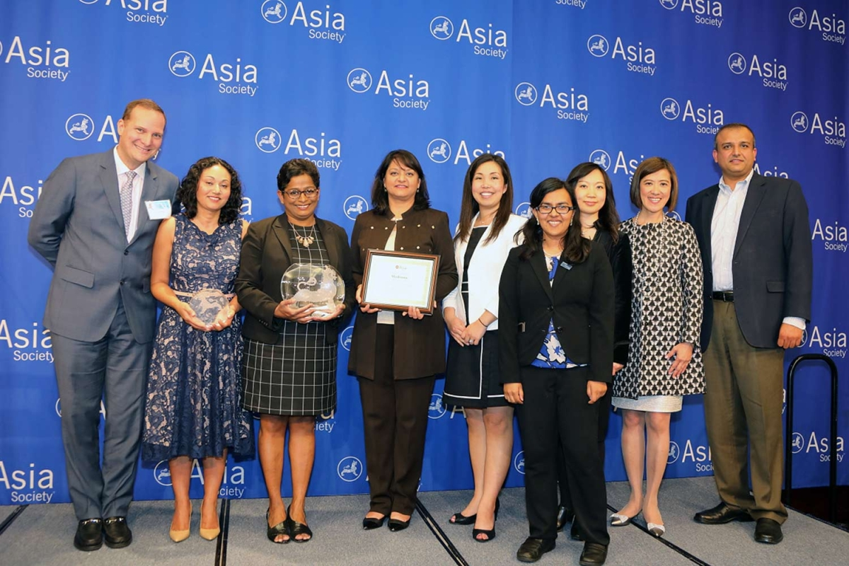 Sophia Khan (L2) on behalf of Medtronic receives the award for Best Employer for Promoting APA Women. (Ellen Wallop/Asia Society)
