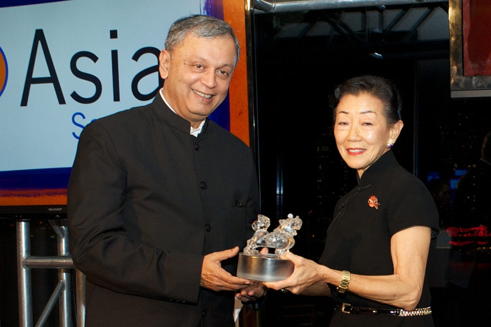 Lulu Wang, right, presents Madhav Chavan with his Asia Game Changer Award. (Ann Billingsley/Asia Society)