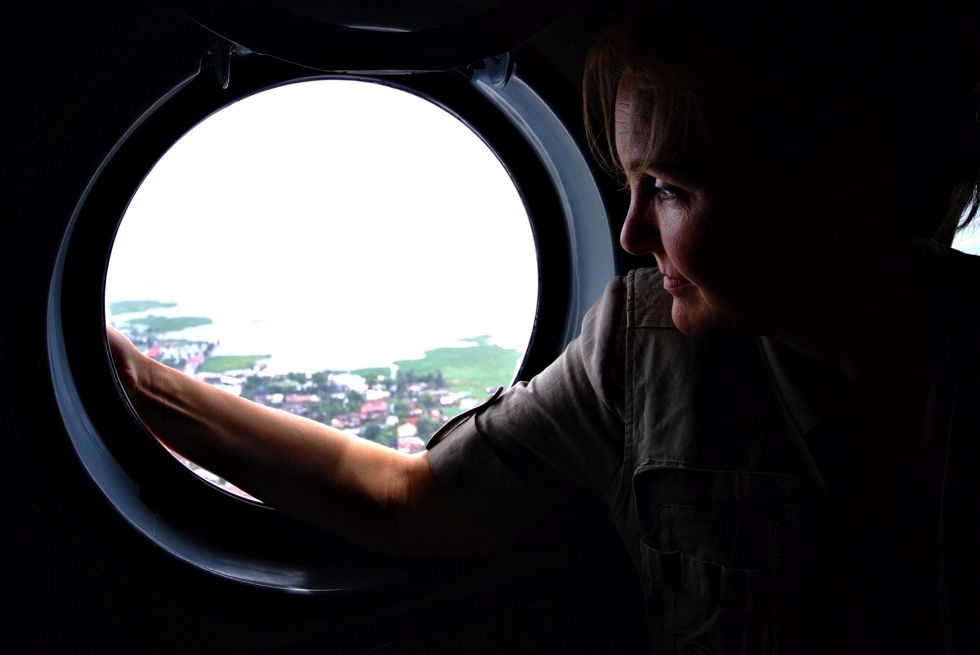Josette Sheeran view the damage wrought by typhoon Ketsana through the window of a helicopter flying near Manila, Philippines, on October 21, 2009. (WFP/Veejay Villafranca)