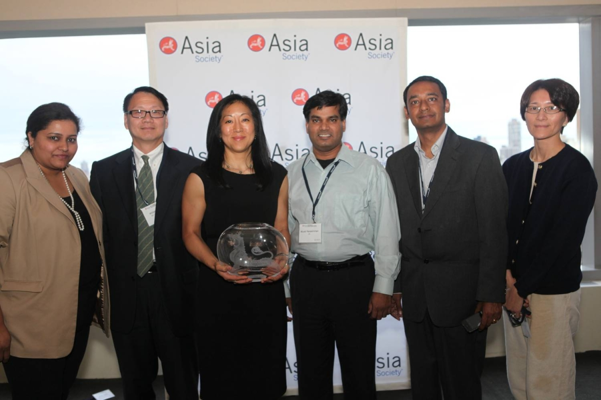 Suyin Copley and GE colleagues with the Award for Best Company with the Most Innovative Practices