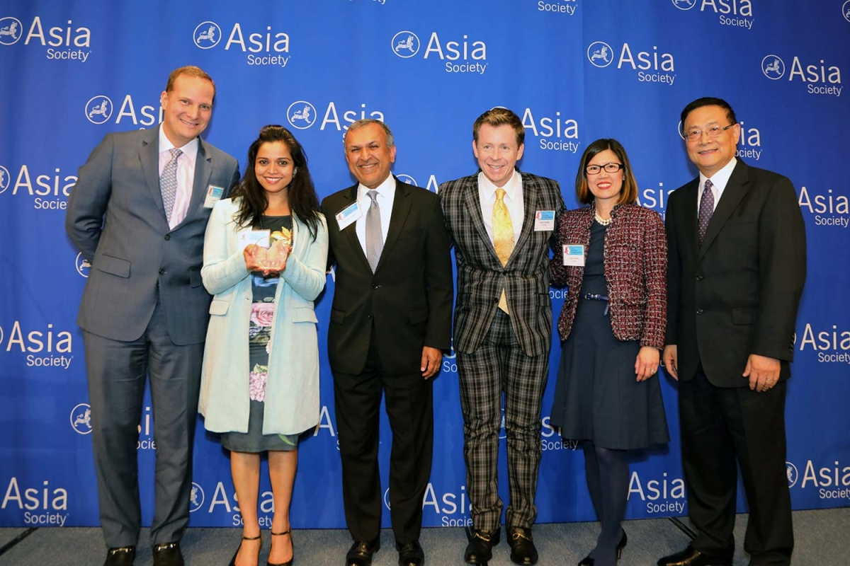 Smita Pillai (L2) on behalf of Prudential receives the award for Noteworthy Performance: Best Employer for Marketing & Support to Asian Pacific American Community. (Ellen Wallop/Asia Society)