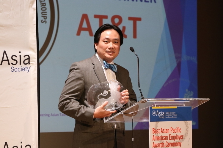 Jackson Ku speaks on behalf of AT&T after receiving the award for Best Employer for APA Employee Resource Groups. (Ellen Wallop/Asia Society)