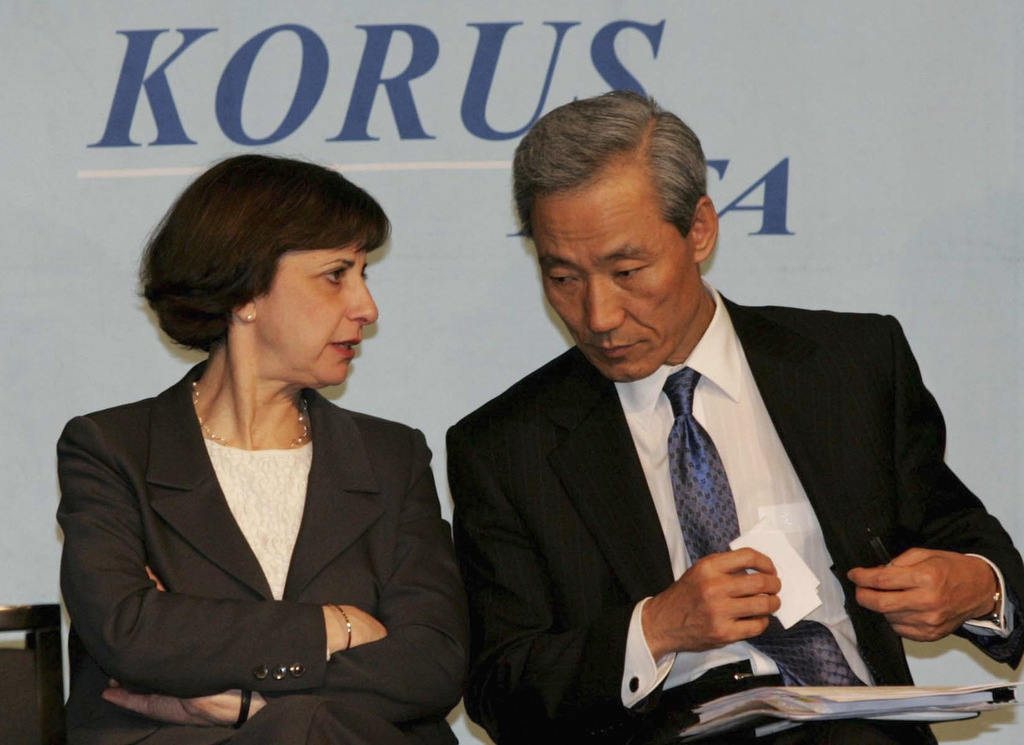 Wendy Cutler, Assistant U.S. Trade Representative, and South Korea's chief negotiator Kim Jong-Hoon attend a joint news conference on April 2, 2007 in Seoul, South Korea after finalizing the KORUS trade agreement. (Byun Young-Wook/Getty Images)