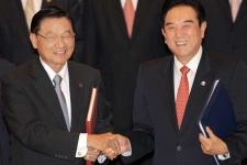 Chen Yunlin (R), the head of a semi-official Chinese agency, shakes hands with his Taiwan counterpart Chiang Ping-kun, chairman for the Taiwan's Strait Exchange Foundation, after they signed the Economic Cooperation Framework Agreement (ECFA) in Chongqing on June 29, 2010. (Sam Yeh/AFP/Getty Images)