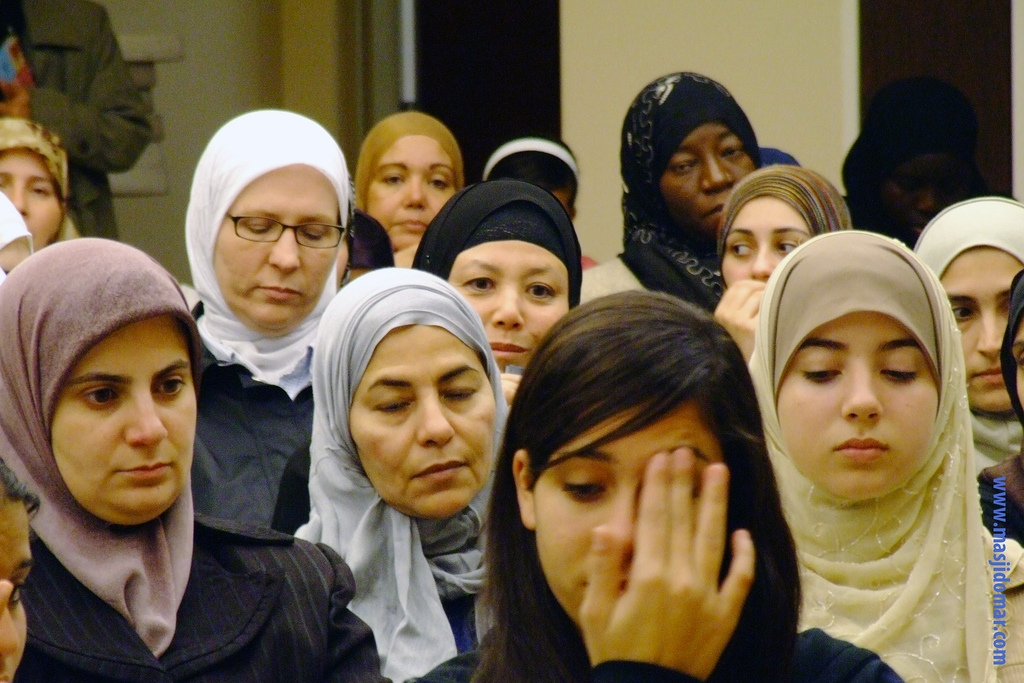 Returning pilgrims (hujjaj) share their experiences in the Holy Land at the Islamic Institute of Orange County. -ANAHEIM, California, Ja. 4, 2008  (IIOC/Flickr)