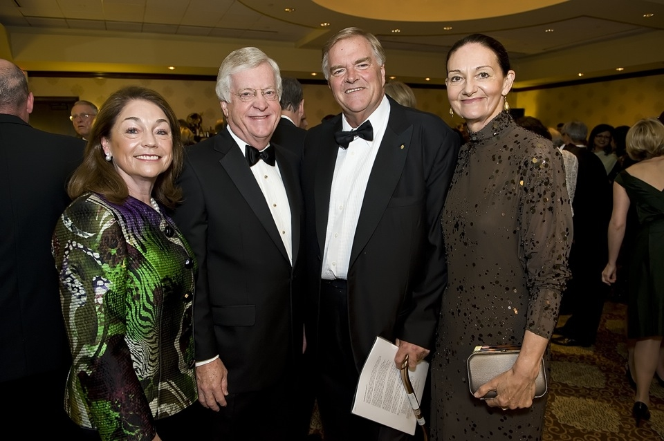 L to R: Mrs. Suzanne Schieffer, Ambassador Tom Schieffer (US Ambassador to Australia 2001-2005), Australian Ambassador to the United States Kim Beazley, and Mrs. Susie Annus. (Jeff Fantich Photography)
