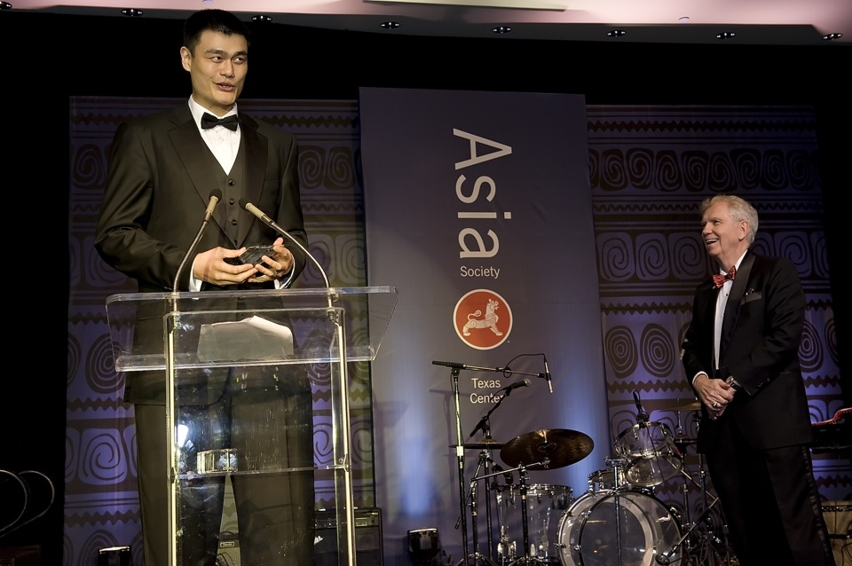 Houston Rockets star Yao Ming thanks the crowd after receiving the Asia Society Texas Center Award for Contribution to the Global Community from Charles Foster (R), chairman of the board for the Texas Center. (Jeff Fantich Photography)