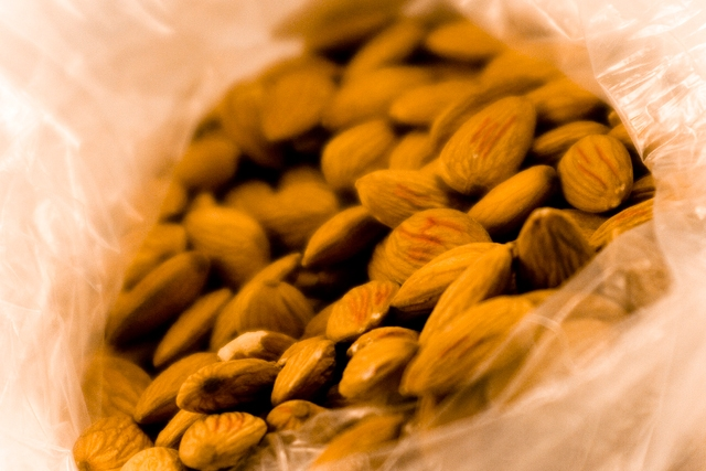 Almonds (Photo by Saquan Stimpson/flickr)