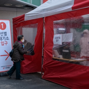 South Koreans getting tested for COVID-19