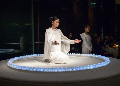 Japanese artist Mariko Mori gave a special performance for the gala. (Eric Powell/Asia Society)