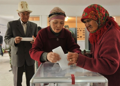 Kyrgyz women cast their votes at a polling station in October 2010.