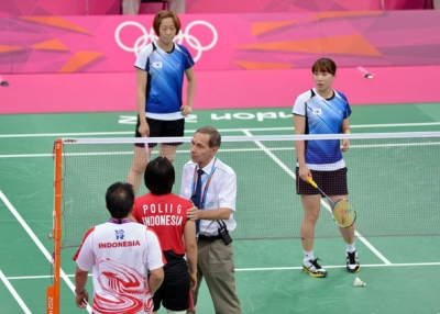 Referee urges Indonesian and South Korean athletes to play fairly in women's doubles badminton match on July 31, 2012. (Adek Berry/AFP/GettyImages)