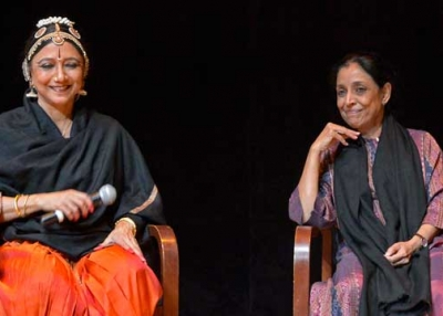 Madhavi Mudgal (L) and Leela Samson (R) on stage at Asia Society New York on October 1, 2013. (Elsa Ruiz/Asia Society)