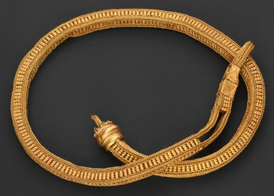 Sash or caste cord. Surigao Treasure, Surigao del Sur province. Ca. 10th–13th century. Gold. L. 59 1/16 in. (150 cm); Cross section H. 1 1/16 x W. 15/16 in. (2.7 x 2.4 cm). Ayala Museum, 81.5186. Photography by Neal Oshima; Image courtesy of Ayala Museum. An object uncovered by Berto Morales in 1981.