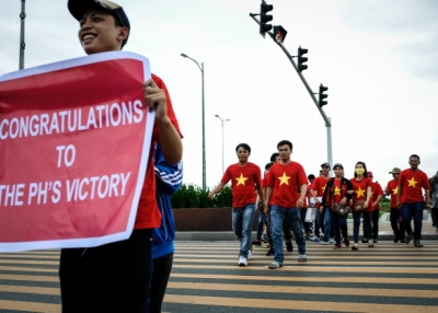 Vietnamese nationals mount a protest rally against China's territorial claims in the Spratlys group of islands in the South China Sea on July 12, 2016 in Manila, Philippines. (Dondi Tawatao/Getty Images)