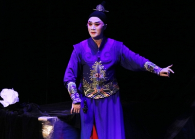 "The Chinese opera star Zhang Jun performs ""I, Hamlet"" at Asia Society on January 9, 2017. (Ellen Wallop/Asia Society)"