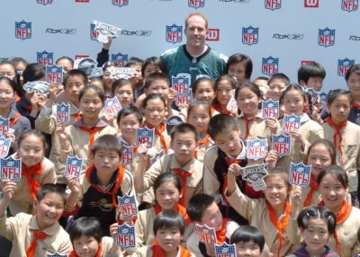 Chad Lewis poses with a group of middle school students in China. (Chad Lewis)