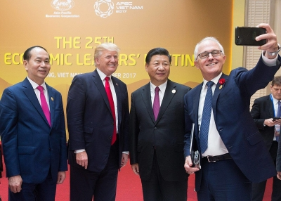 Malcolm Turnbull selfie with Xi and Trump