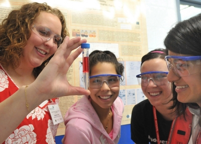 Students work on a scientific experiment. (Argonne National Laboratory/Flickr)