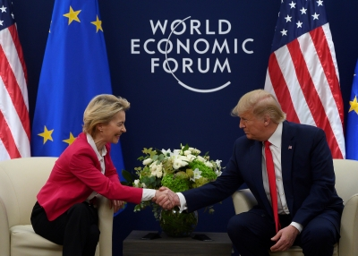 Trump Shakes Hands with Von der Leyen