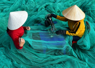 Mann - Fishing net repair Vietnam - M Huy - Flickr