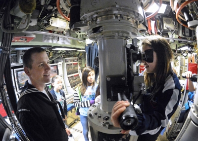 Students tour a submarine (compacfit/Flickr)