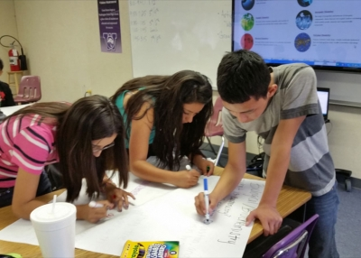Students work together (Mike Cerrillo/Flickr)