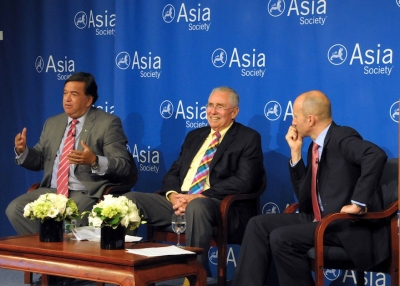 From left: Gov. Bill Richardson and Ambassador Donald P. Gregg lead the discussion, with Jon Williams moderating, on July 11, 2013. (Elsa Ruiz/Asia Society)