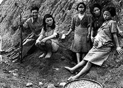 Korean 'comfort women,' who were often teenagers. (KeithPR/flickr)