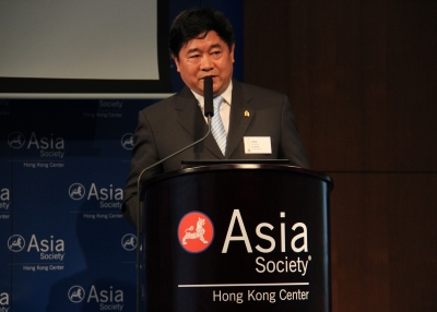 Dr. Shan Jixiang, Director of the Palace Museum in Beijing, speaking at Asia Society Hong Kong Center on June 19, 2012. (Asia Society Hong Kong Center)