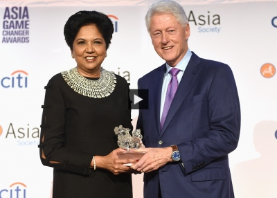 Indra Nooyi and Bill Clinton at the 2018 Asia Society Asia Game Changer Awards.