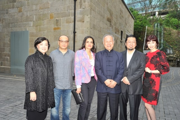 (L to R) S. Alice Mong, Zhang Xiaogang, Bharti Kher, Liu Guosong, Takashi Murakami, Melissa Chiu at Asia Society's second annual Art Gala on May 12, 2014. (Asia Society Hong Kong Center)