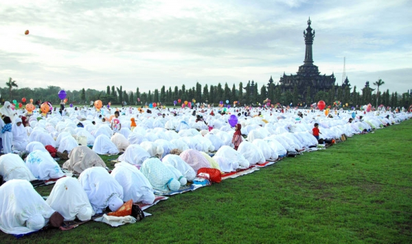 Indonesian female Muslims perform Eid al-Fitr prayers at Bali's Bajra Sandhi monument and park in Denpasar on September 10, 2010 marking the end of holy month of Ramadan. (Sonny Tumbelaka/AFP/Getty Images)