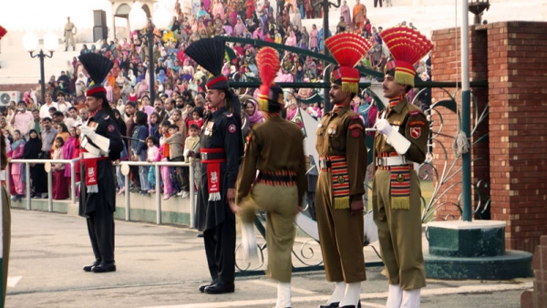 Indian and Pakistan border guards display strengths at Wagah border's flag-lowering ceremony. (suz kosh/Flickr)