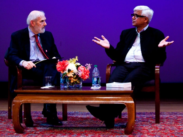 Jonathan Spence (L) and Amitav Ghosh (R) at Asia Society New York on Nov. 3, 2011. (Suzanna Finlay)
