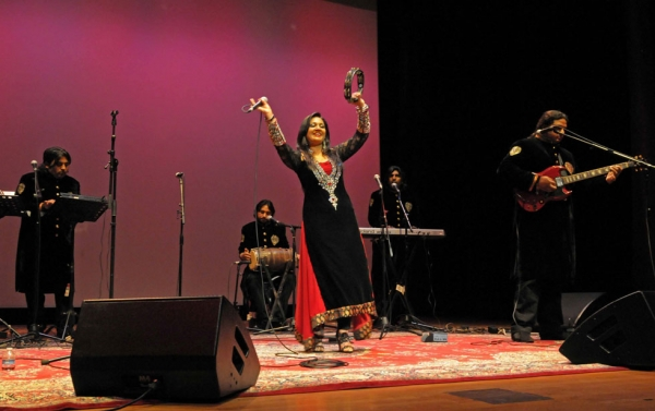 Fozia, a member of Arif Lohar's ensemble, warmed up the crowd next with a trio of more pop-oriented songs. (Elsa Ruiz/Asia Society)
