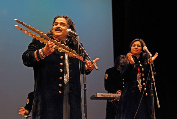 Arif Lohar (L) and Fozia on stage at Asia Society New York on April 28, 2012. (Elsa Ruiz/Asia Society)