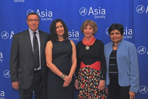 L to R: Bloomberg L.P. Chief Content Officer Norm Pearlstine, 2012 Osborn Elliott Prize Winner April Rabkin, Inger McCabe Elliott, and Asia Society President Vishakha Desai. (Elsa Ruiz/Asia Society)
