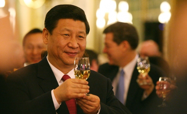 Chinese Vice President Xi Jinping shares a toast during a state dinner at the Iowa State Capitol on February 15, 2012 in Des Moines, IA. (Andrea Melendez/AFP/Getty Images)