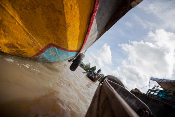 Sailing back to the mainland from the floating market. (Hélène Franchineau)