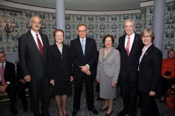 L to R: John P. Lipsky, Henrietta Fore, Bob Carr, Betsy Cohen, Australian Consul General, Phil Scanlan, Jan Hopkins, President, Economic Club of New York. (Brian Stanton)