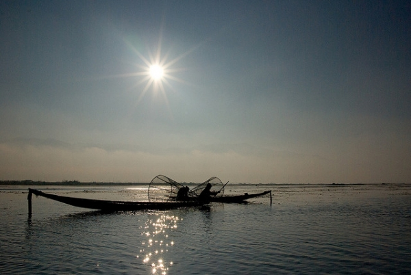 Fishermen at work on the Inle Lake in Shan State, Myanmar on January 7, 2008. (immu/Flickr)