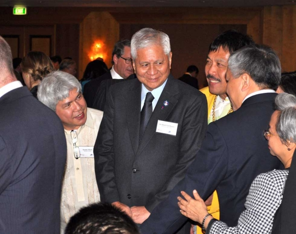 Philippines Secretary of Foreign Affairs Albert Del Rosario (C). (Ian Lever)