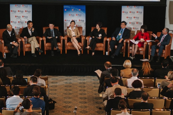 Participants in the 'Investments in U.S. China Co productions: Meet the Chinese Investors' session. L to R: Peter Shiao, CEO Orb Media Group; Wang Lifeng, Partner, Wuxi Jinyu Investment Management; Zhang Zhao, CEO, LeVision Pictures; Ivy Zhong, Vice Chairman, Galloping Horse; Zhao Yifeng, President Huace Media; Jeff Lin, Managing Director, Strategic Bang Group; Liu Yuan, Co-chair, China Mainstream Media; Bennett Pozil, Executive Vice President, East West Bank. (Molly Ann/Asia Society)