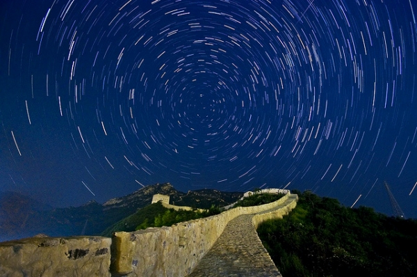Star trails over the winding Great Wall of China on January 25, 2013. (Michael.Dai/Flickr)