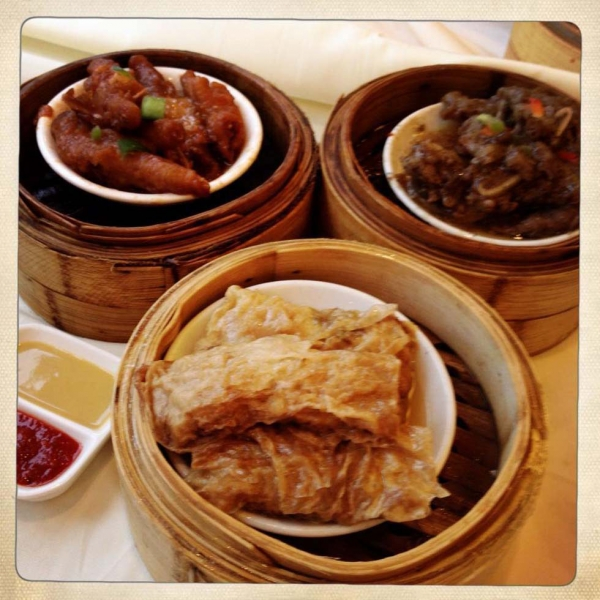 A selection of chicken feet, short ribs and tofu skins stuffed with meat served in bamboo steamers. (Gigi Nguyen)