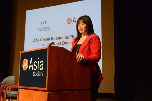 Asia Society Vice President of Global Policy Programs Suzanne DiMaggio introduced the program at Asia Society New York on May 21, 2013. (Kenji Takigami)