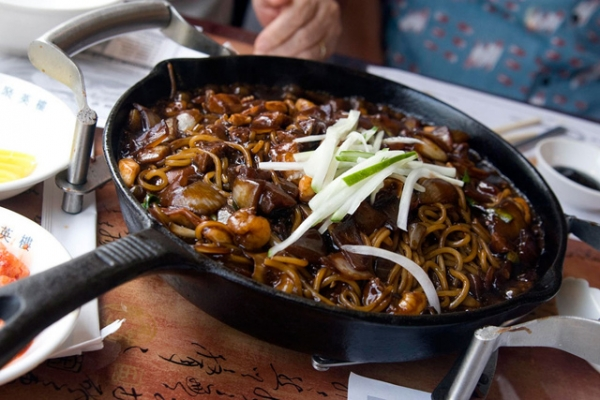 "Jjajangmyeon, above, is a ""Koreanized"" black bean noodle dish directly borrowed from China's zhajiangmian. (Pabo76/Flickr)"