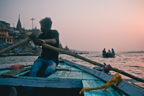 A rower makes his way along the Ganges River in Varanasi, India on May 6, 2013. (Elliot Scott/Flickr)