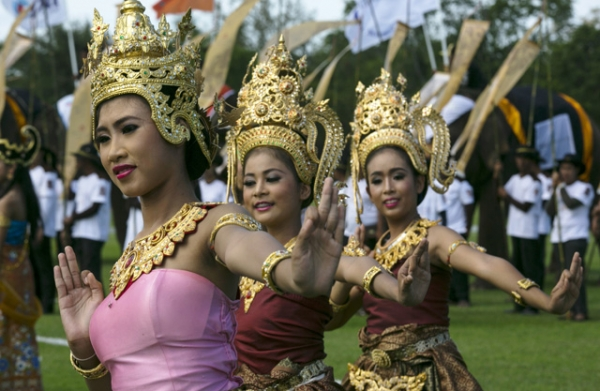 Thai dancers perform during an opening ceremony for the King's Cup Elephant Polo tournament in Hua Hin, Thailand on August 28, 2013. (Paula Bronstein/Getty Images)